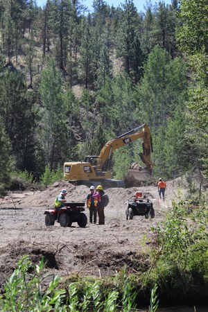 A excavator removes soil as part of the Whychus Creek restoration at Rimrock Ranch. Photo: Land Trust.