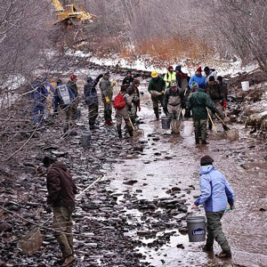 Volunteers and community members help out as Whychus Creek gets redirected to the meadow. Photo: M.A. Willson.
