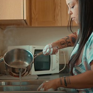 Boiling water to wash dishes. Photo: Warm Springs Community Action Team.