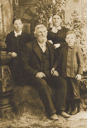 The Hindman Family c. 1870. Photo: Courtesy of Joyce Hindman.