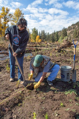 Members of the Confederated Tribes of Warm Springs help with restoration plantings at Whychus Canyon Preserve. Photo: Jay Mather.
